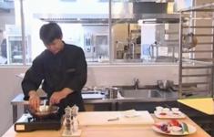 Ассорти сашими. Салат из цуккини с креветками