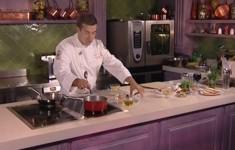 Салат из печеной тыквы. Яйцо-пашот под соусом «Божоле»