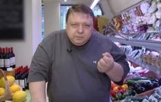 Продукты покупает Александр Семчев