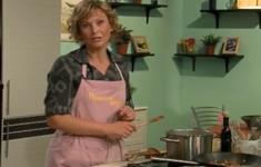 Фарфалле с беконом и соусом из помидоров и рикотты. Абрикосовое суфле. Коктейль «Апельсиновые сливки»